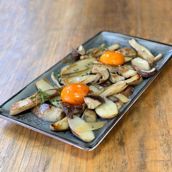 Boletus gallegos con yema curada en soja