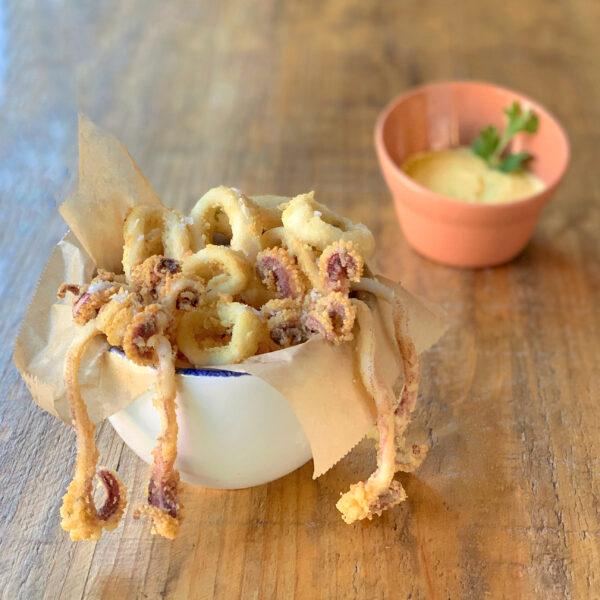 Calamarcitos a la romana con mayonesa de cítricos
