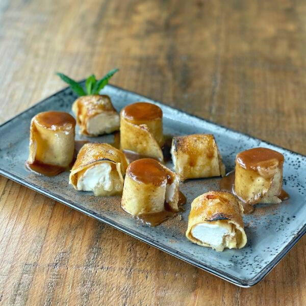 Filloas rellenas de compota de manzana y queso Cebreiro